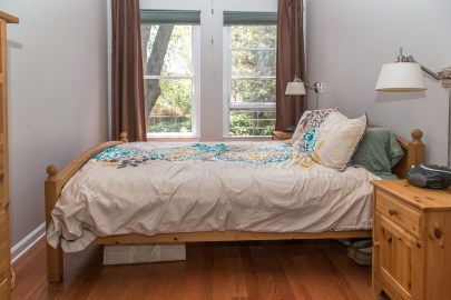 209 8th St #1 - bedroom 1