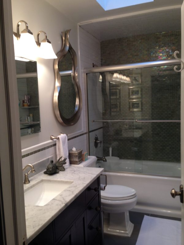 300 Hudson St #15 - bathroom