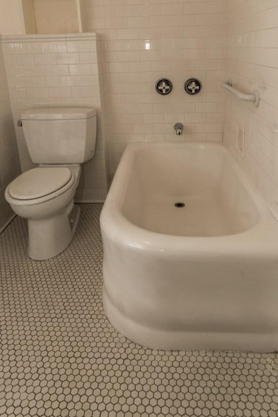 160 9th St - bathroom