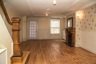 160 9th St - living room