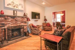 533 Park Ave - Living Room 1