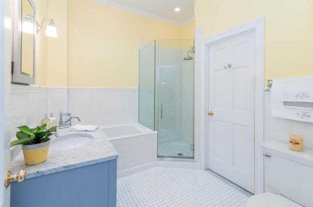 1111 Bloomfield St Hoboken NJ-large-004-3-Bathroom-1500x997-72dpi