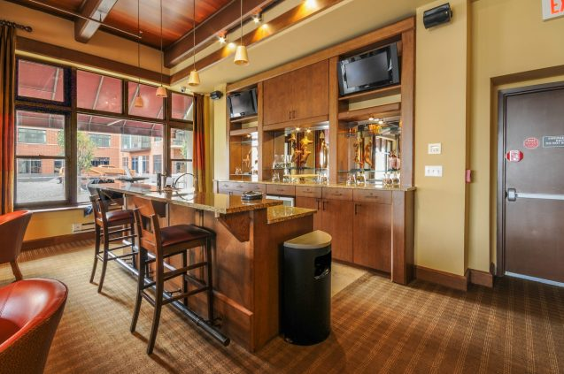 1500-washington-st-5f-residents-lounge