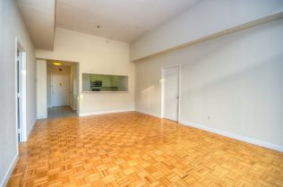 1500 Washington St 7M living common