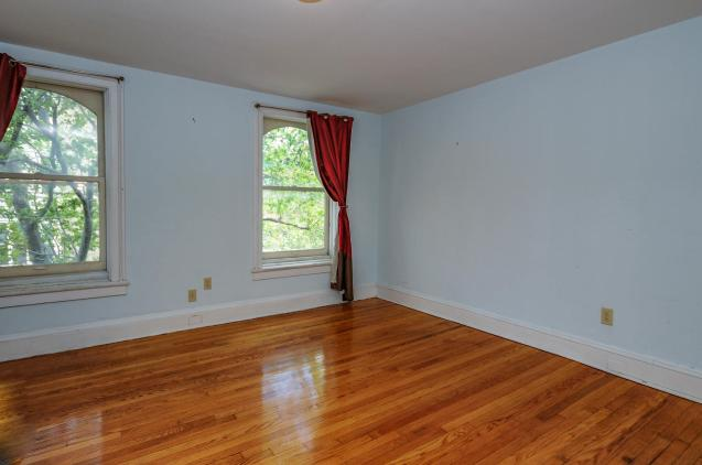 526 Bloomfield St apt bedroom 2
