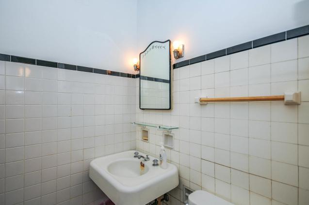 526 Bloomfield St bath 1
