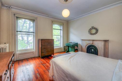 526 Bloomfield St bedroom 1