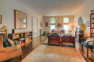 526 Bloomfield St living room 1