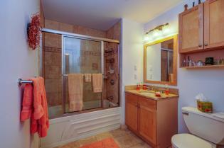904 Jefferson St 6G bath 1