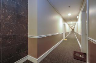 904 Jefferson St 6G hallway