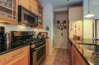 904 Jefferson St 6G kitchen 1