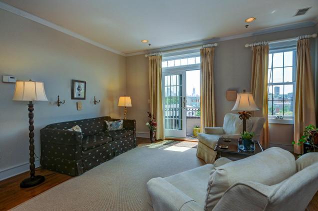 904 Jefferson St 6G living room 2