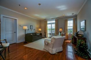 904 Jefferson St 6G living room 3