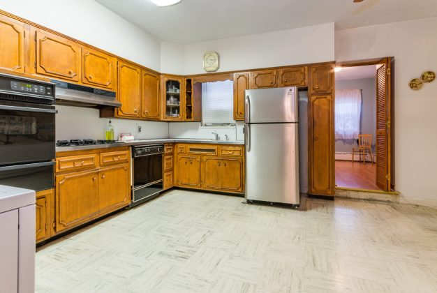 907 Washington St - 05 Duplex kitchen