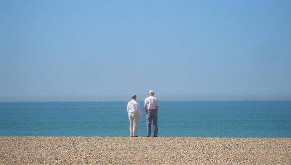 Genome_Longevity_Elderly_Couple_Sea