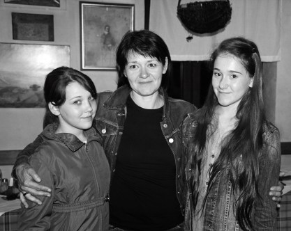 Anamarija Stibilj Šajn with daughters
