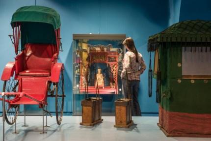Besucherin im Alten China in China unter Mao (c) Übersee-Museum Bremen Foto Matthias Haase