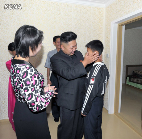 According to re-defectors, Kim Jong Un and Ri Sol Ju's (left) appearance at a Pyongyang family's home in early September was the psychological catalyst for their return. | Photo via CCTV