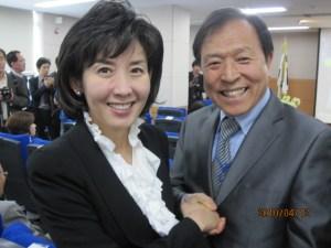 Professor Kim Dong-gil and losing mayoral candidate Na Kyung-won | image via Yeongdeungpo Pakga