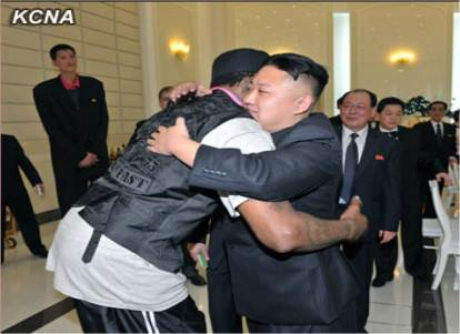 Is he really tall, or is he really short? So many questions as Kim and Rodman hug | image via Nordkorea-Info