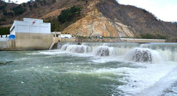 Rodong Sinmun 2013-04-27-01-01 Manpo Dam