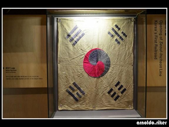 "A ""taekukki"" (대국기) on display at the National Folk Museum of Korea. | Image: Arnoldo Riker"