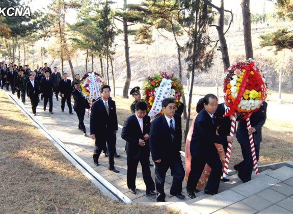Wreath-laying at Friendship Tower in Pyongyang 2013.10.25