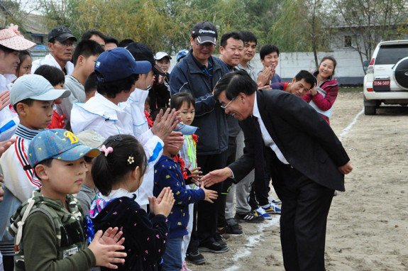 Ambassador Liu Hongcai on an unpaved sporting ground in Sinuiju, DPRK, on October 20 2014. Photo via PRC Embassy in Pyongyang.