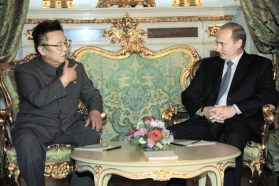 Kim Jong-il and Vladimir Putin during a 2001 meeting in Moscow | Image: Russavia/Wikipedia
