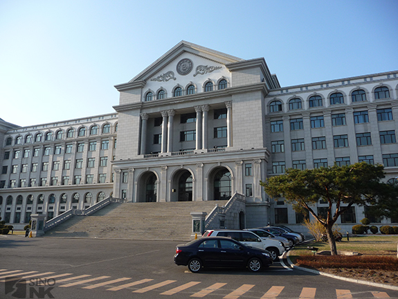 Yanbian University's central building. The unversity which was originally built to educated China's ethnic Korean population is now attended mainly by Han Chinese. | Image: Steven Denney/Sino-NK