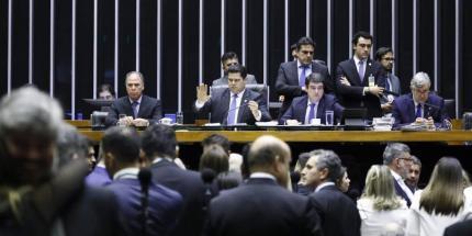 Congresso aprova crédito extra de R$248,9 bilhões para o governo