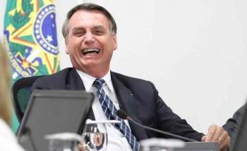 Bolsonaro ri de quem o pede para agir como estadista: 'Nunca serei isso, talkei?'