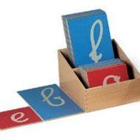 Comment aborder les lettres en Montessori?