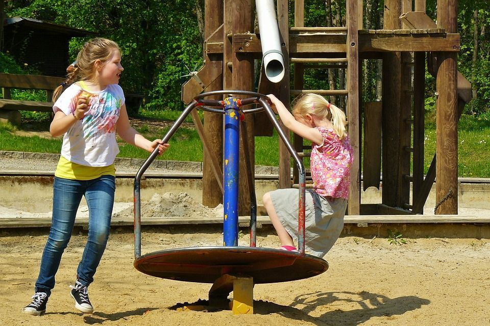 jouer au parc pour se faire des copains
