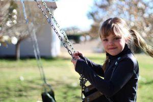 récré enfant balançoire s'instruire autrement école montessori
