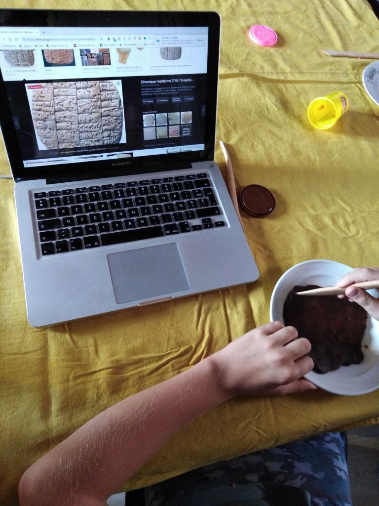apprendre l'écriture et apprendre l'histoire activité montessori