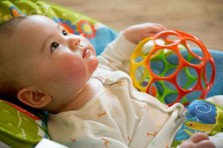 assistante maternelle, un métier compatible avec l'ief