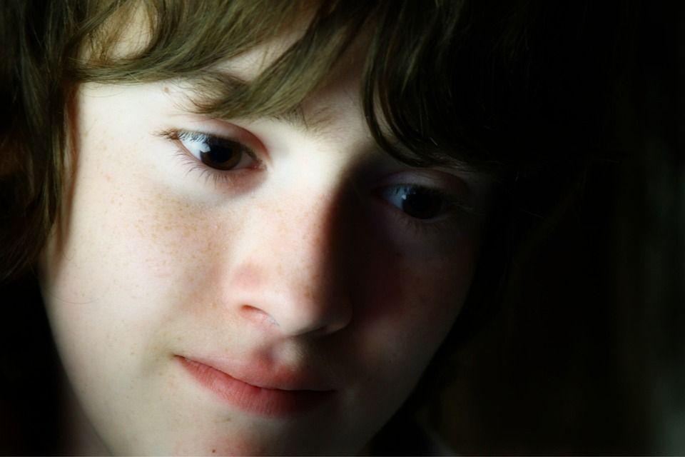 Les enfants stressés ont des pensées qui agissent comme parasites
