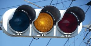 信号無視 黄信号の意味