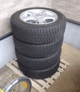 スタッドレスタイヤの寿命を延ばす保管方法