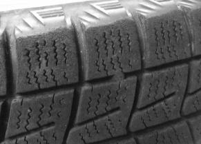 スタッドレスタイヤの減りによる寿命