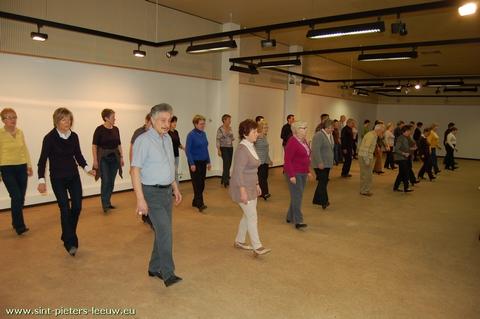 dienstencentra De nieuwe Elyseé: Lijndansen voor beginners
