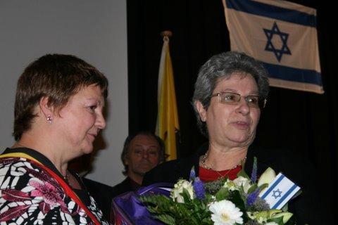 Burgemeester Lieve Vanlinthout en  mevrouw Tamar Samash, ambassadeur van Israël