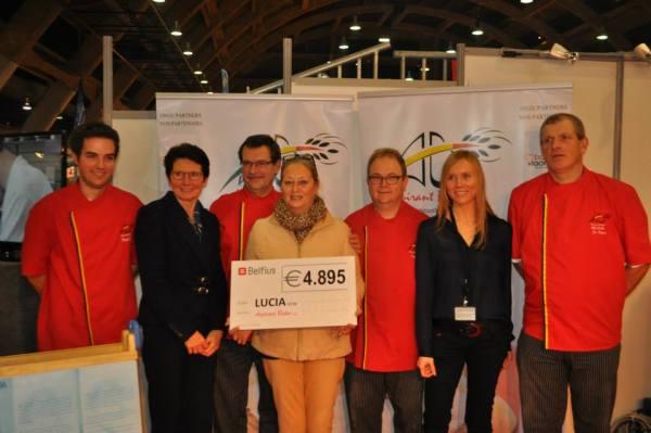 2013-10-20-cheque-voor-lucia_01