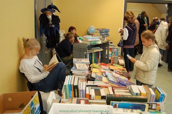 2013-10-27-boeken-spelletjes_verkoop_01