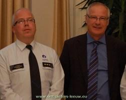 2013-11-12-commissaris-Marc-Crispel_burgemeester_Luc-Deconinck_Sint-Pieters-Leeuw