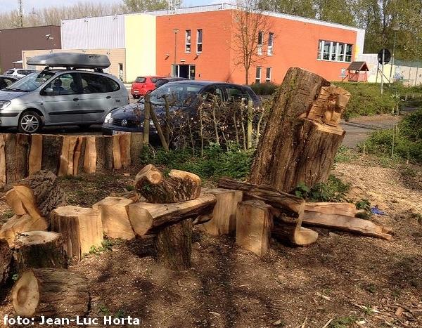 2014-04-09-vandalen-vernietigen-zithoek_Groen-Ruisbroek