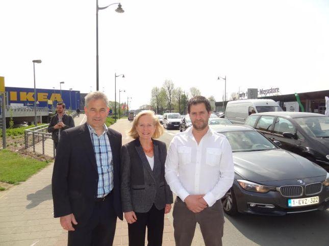 Eerste schepen Jos Speeckaert, Brussels minister van Vervoer Brigitte Grouwels en schepen van Openbare Werken Bart Keymolen