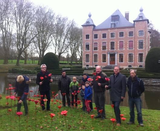 2014-12-13-herdenkings-klaprozen-WOI-cerkoop_Sint-Pieters-Leeuw