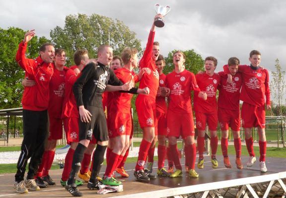 2015-05-09-U17 SKLeeuw_bekerwinnaar-jeudcup_VlaBra_02
